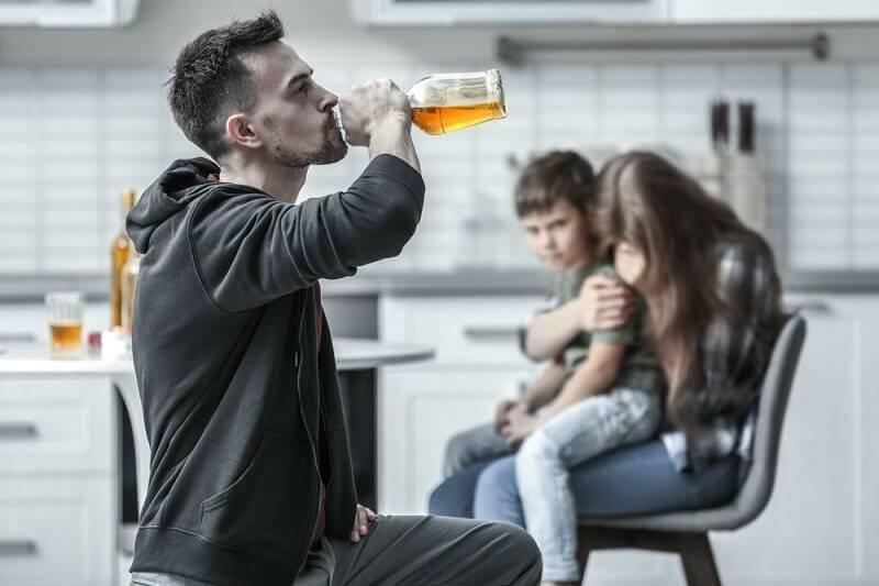 Пьющие мамы: мамы алкоголички и их дети
