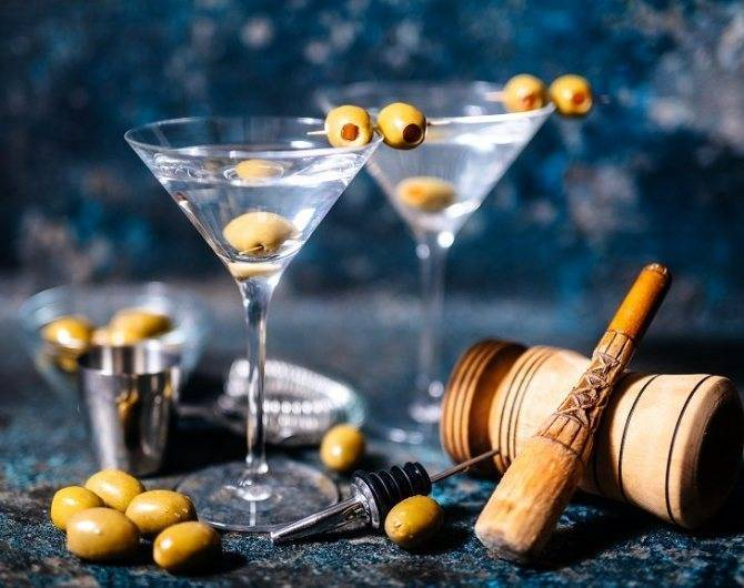 """Классический """"мартини бьянко"""" – как пить и закусывать правильно"""