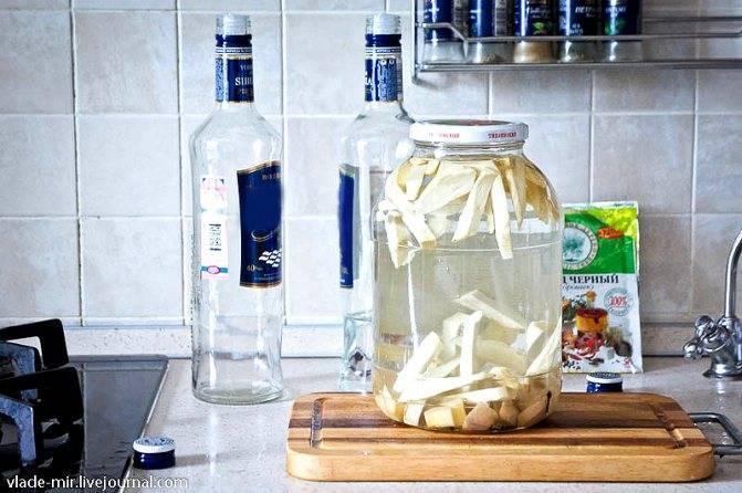 Рецепты приготовления хреновухи в домашних условиях — на водке, самогоне, спирте