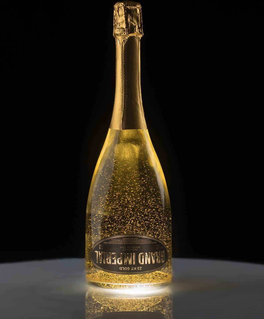 Голубое шампанское: синее игристое вино с блестками, описание blue напитка, особенности производства и употребления