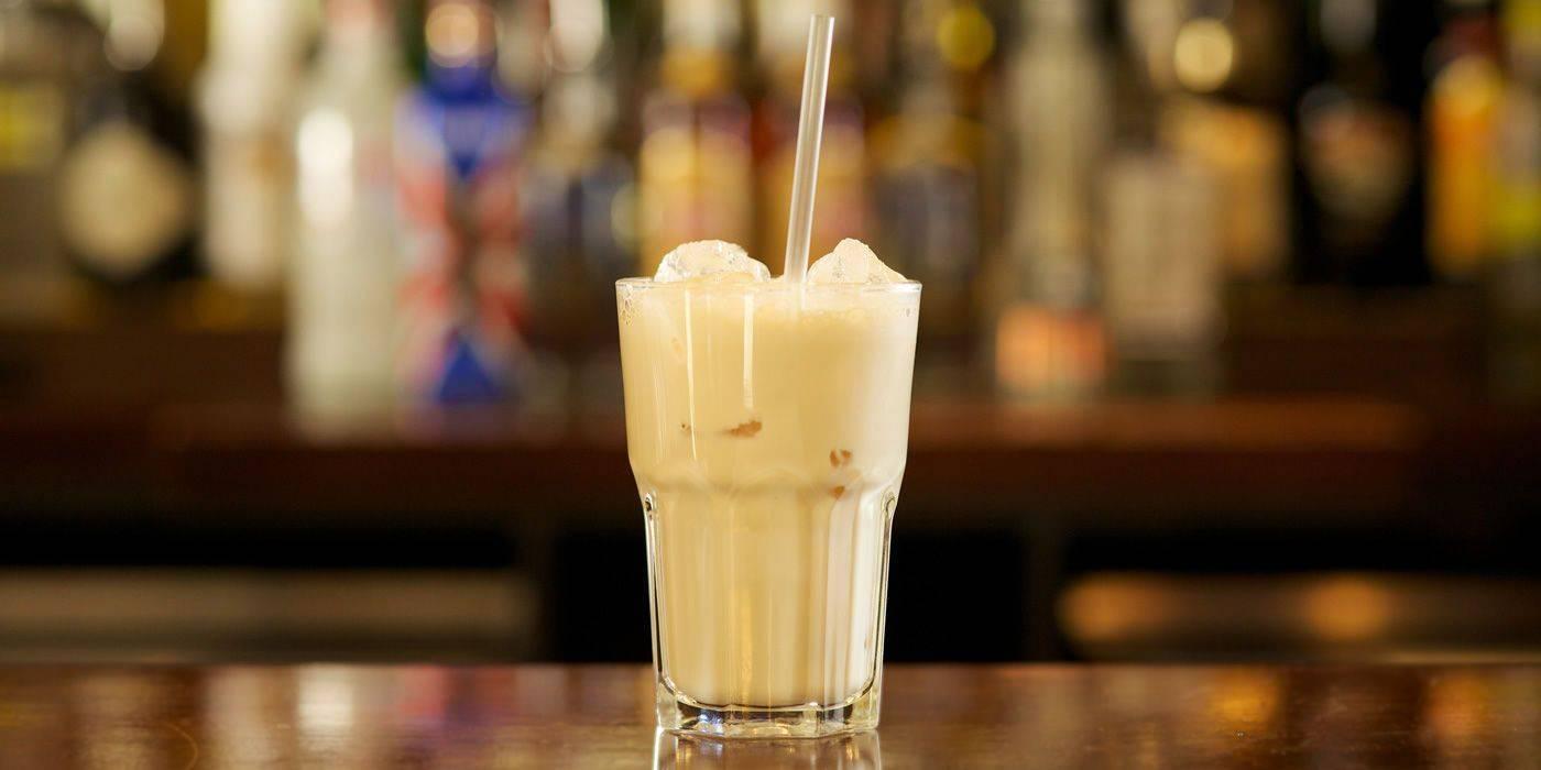 Коктейли с ликером: лучшие рецепты в кофейным, ванильным, молочным и другими ликерами