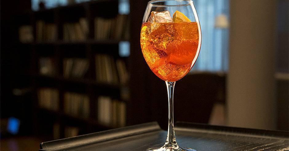 Рецепт коктейля апероль шприц от рестораторов: различные варианты приготовления итальянского коктейля шприц с пошаговыми фото и видео рецептами