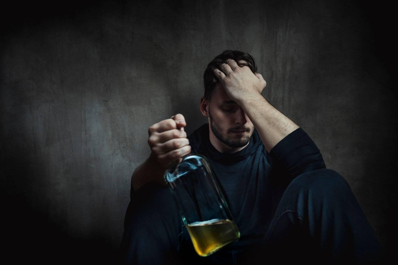 Латентный алкоголик — кто это. кто такой латентный (тихий, скрытый) алкоголик, его симптомы и что делать? типология личности женщин с алкогольной зависимостью