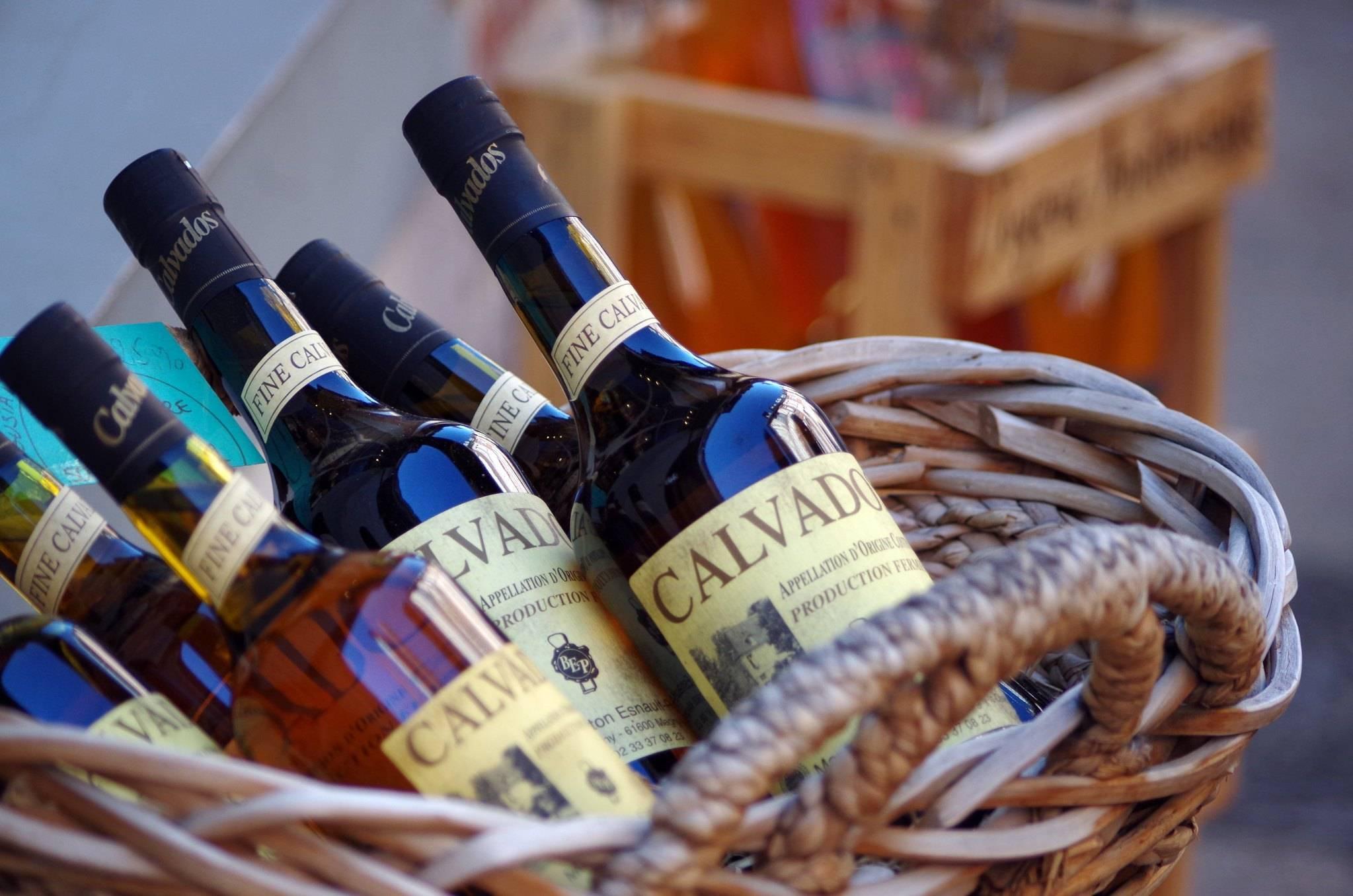 Кальвадос: как правильно пить и чем закусывать один из лучших напитков