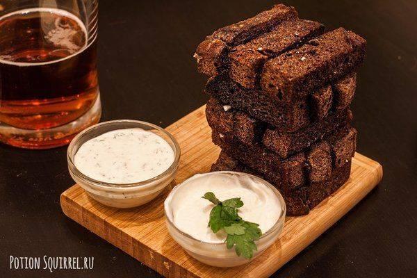 Гренки из черного хлеба с чесночным соусом. гренки к пиву из черного хлеба с чесноком как в баре
