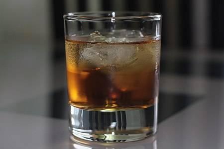 """Как правильно приготовить коктейль """"крестный отец"""": рецепт, пропорции"""