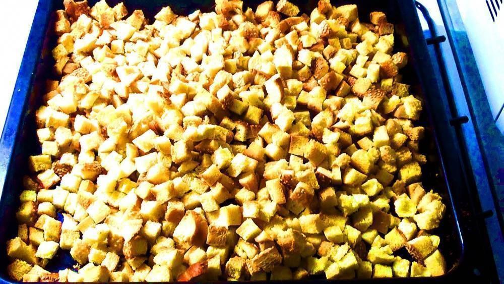 Как сушить сухари в духовке и при какой температуре — советы и рецепты