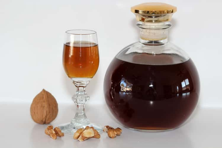 Настойка из перегородок грецких орехов на водке. рецепты