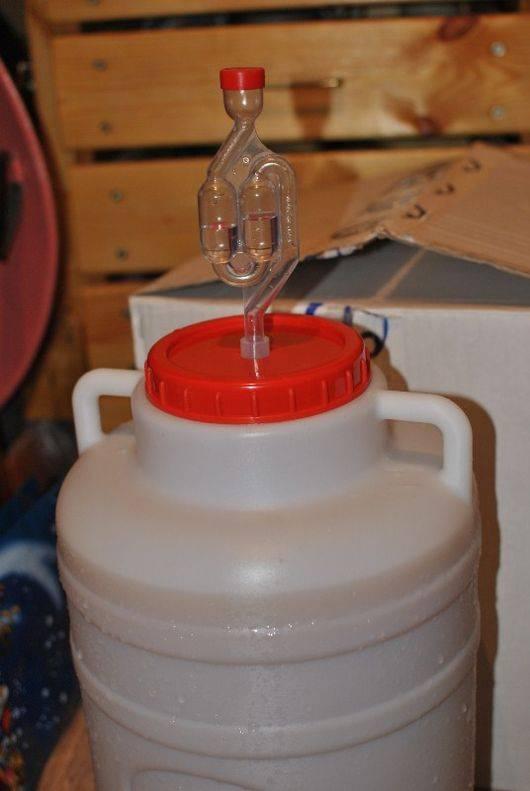 Гидрозатвор для брожения: 4 способа в домашних условиях