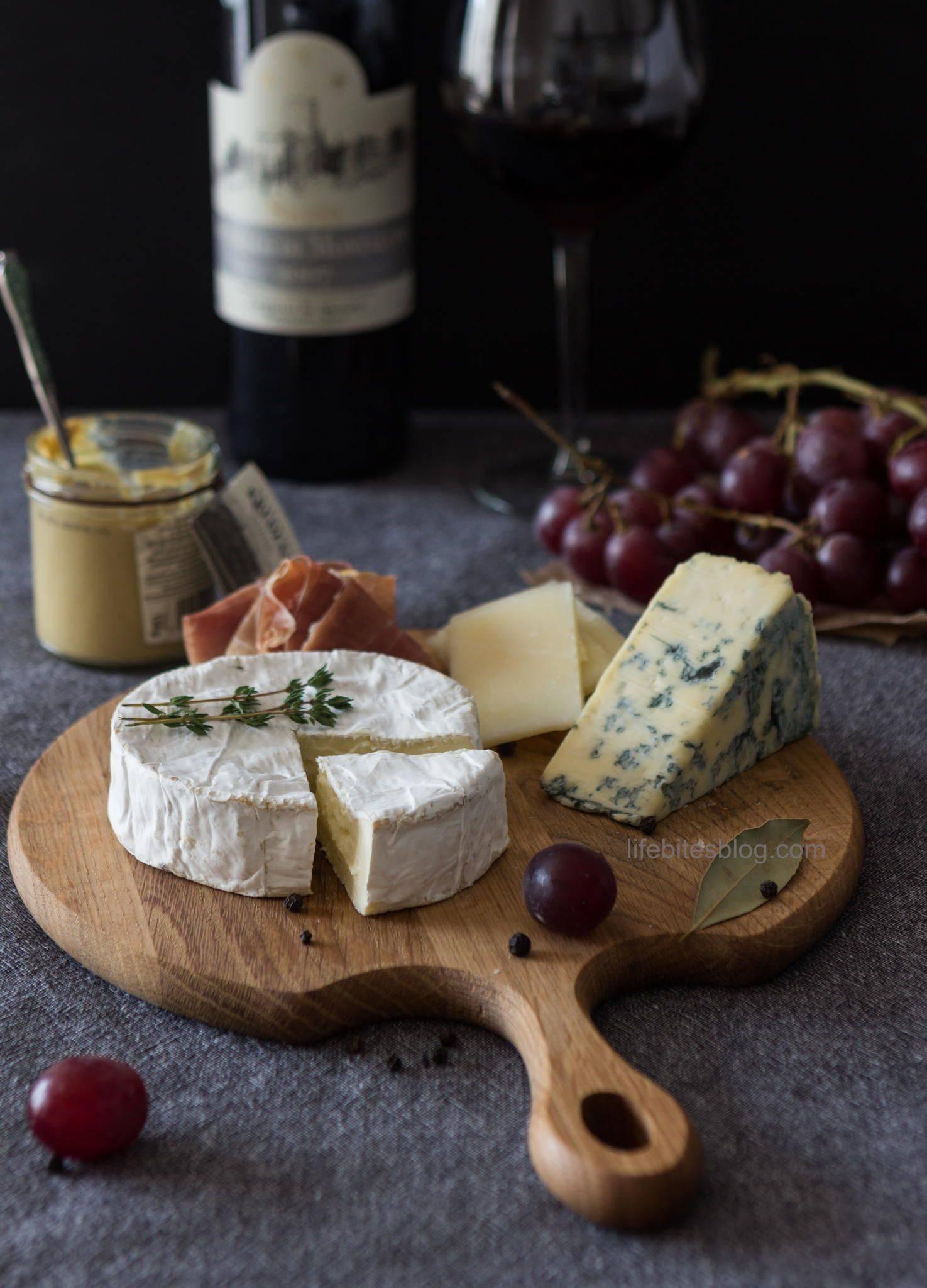 Оригинальные и простые закуски к вину - лучшие рецепты