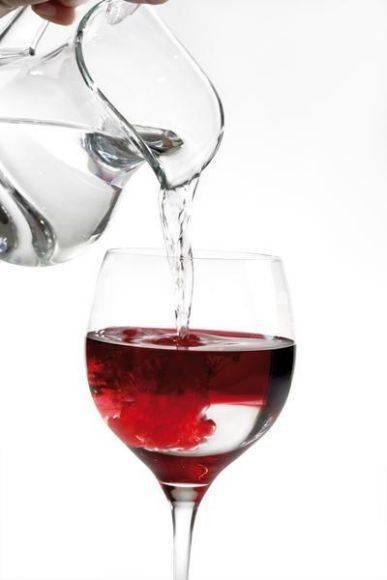 Вино с водой. правила разбавления и подачи.