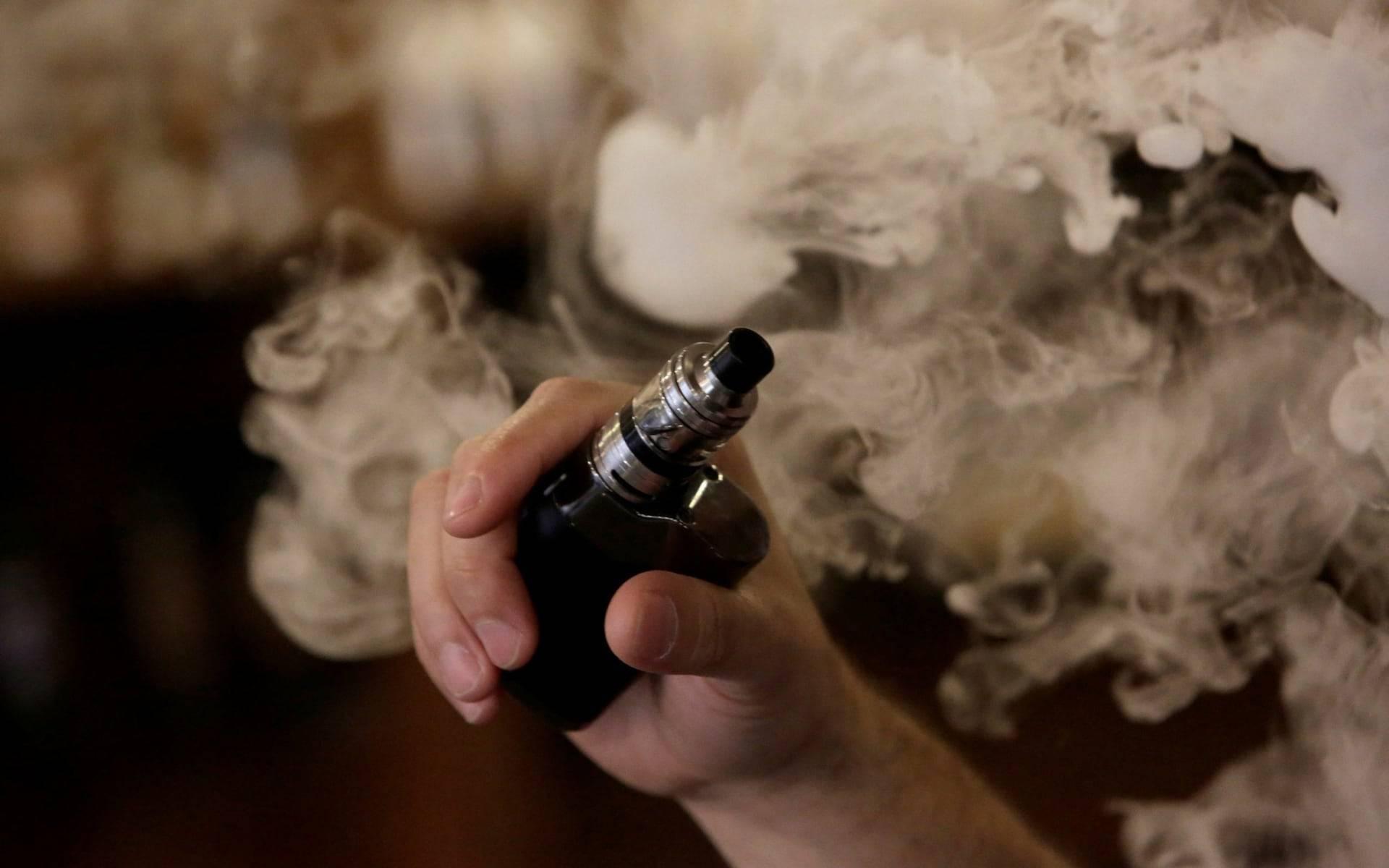 Почему электронная сигарета плюется жидкостью, брызгает или попадает в воздуховод?
