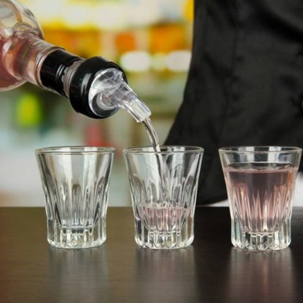 Как правильно пить самбуку: 5 способов