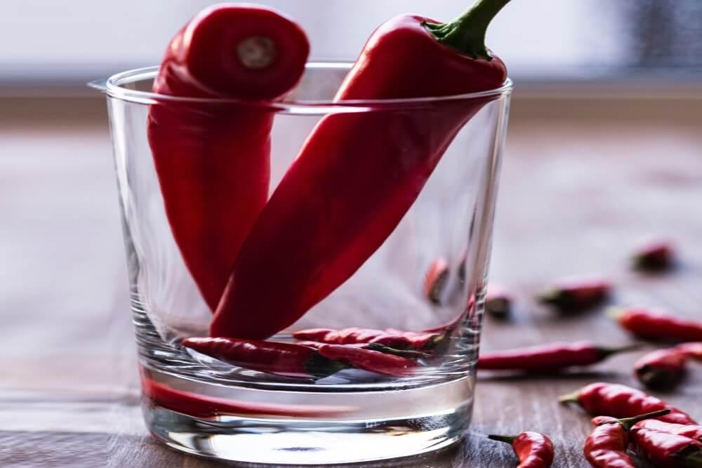 Как сделать перцовку на самогоне в домашних условиях? узнайте самые доступные рецепты в нашей статье!
