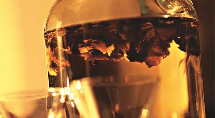 Как сделать настойку из перегородок грецких орехов на водке? в чём польза напитка, как принимать?