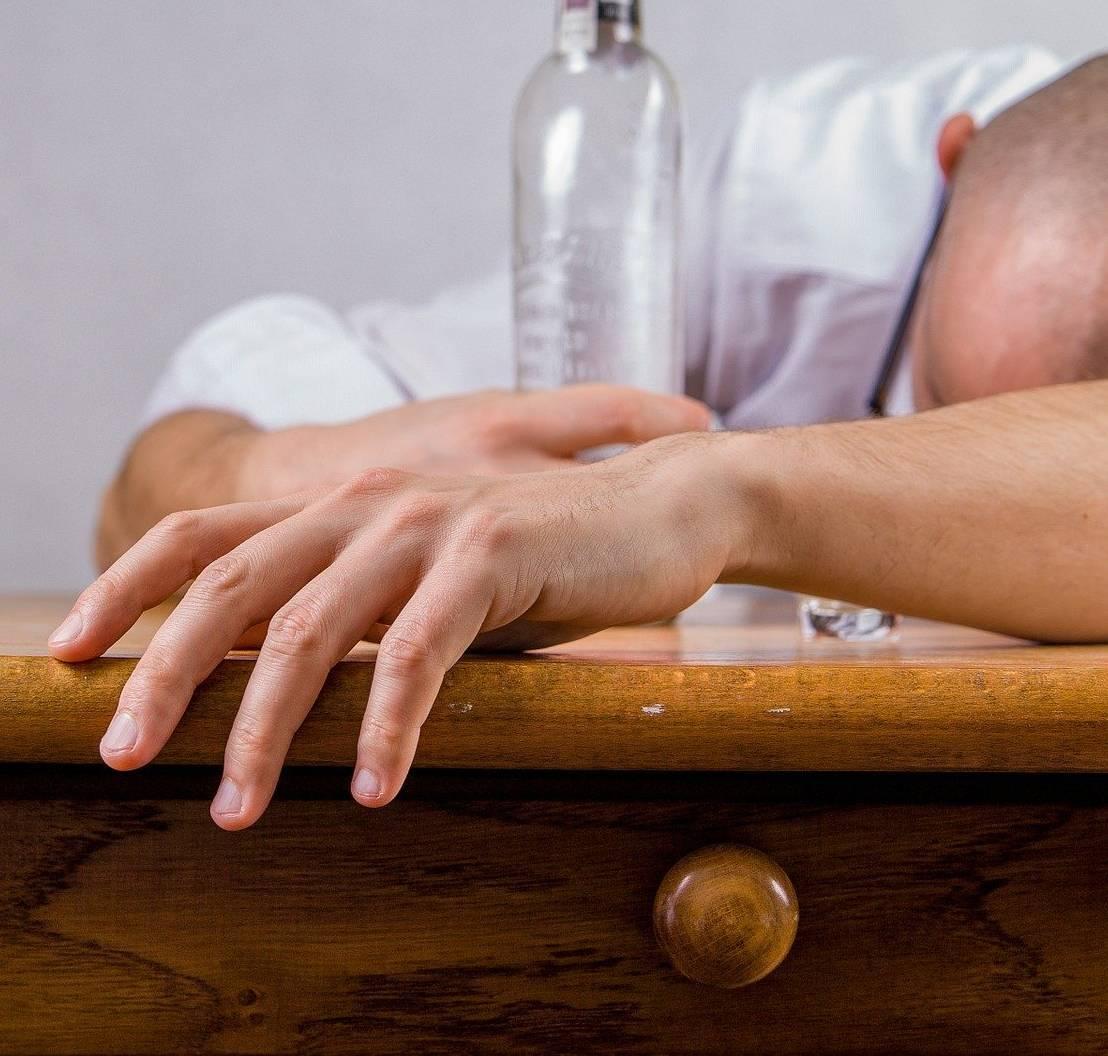 Самые эффективные народные средства от алкоголизма: рецепты для лечения