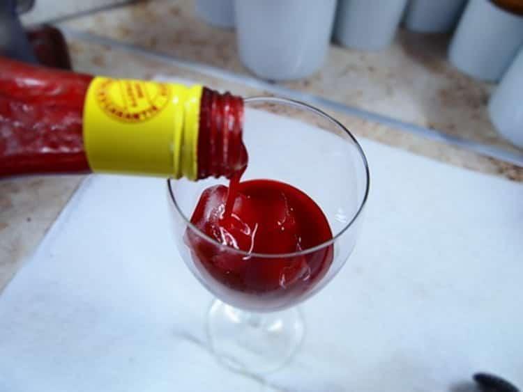 Коктейль с клубничным ликером, с чем пить ликерный напиток