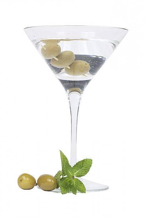 Зачем кладут оливки в мартини? историческая справка и рецепты коктейлей