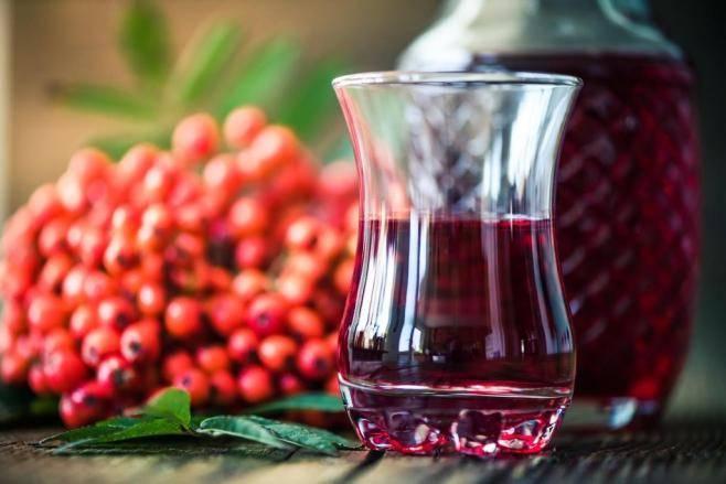 Настойка калины на самогоне — вкусный и полезный продукт