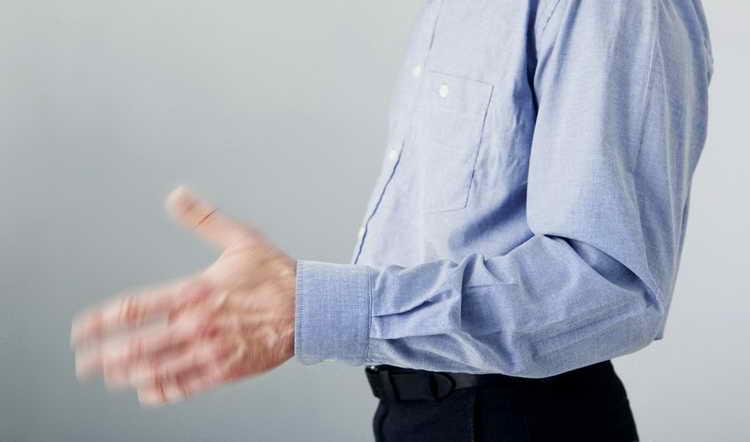 Почему трясутся руки с похмелья, и как остановить тремор