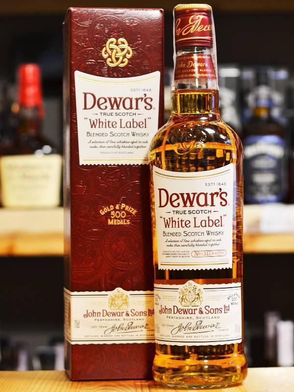 Dewar's: разновидности виски дюарс, signature, 12, 15, 18 лет выдержки, также сколько стоит white label (уайт лейбл) с белой этикеткой в упаковке со стаканом?   mosspravki.ru