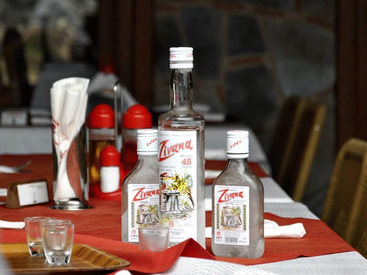 Особенности кипрской водки зивании, правила подачи к столу