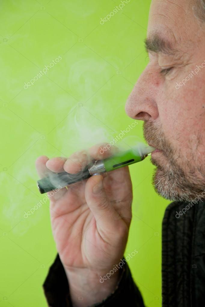 Кашель при курении электронной сигареты: почему и что делать?