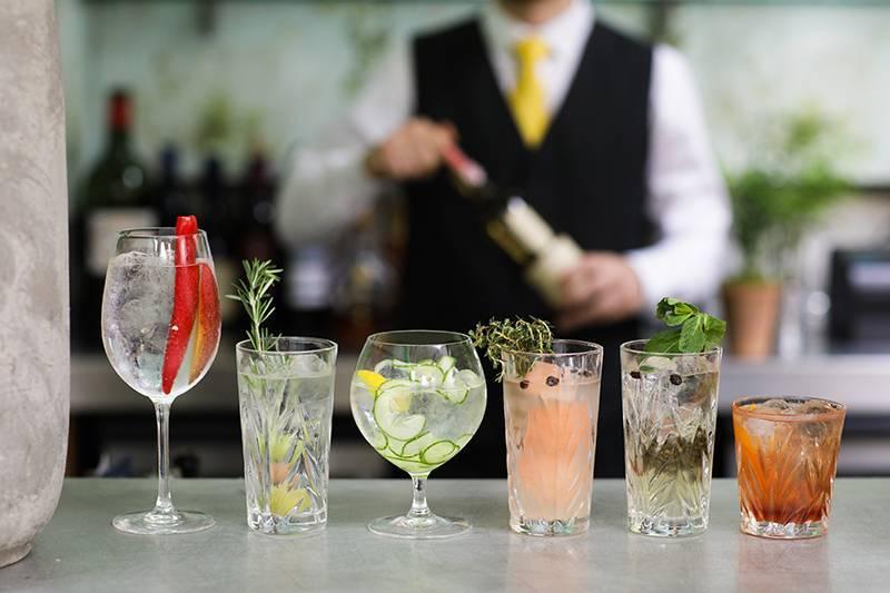Как правильно пить и закусывать джин