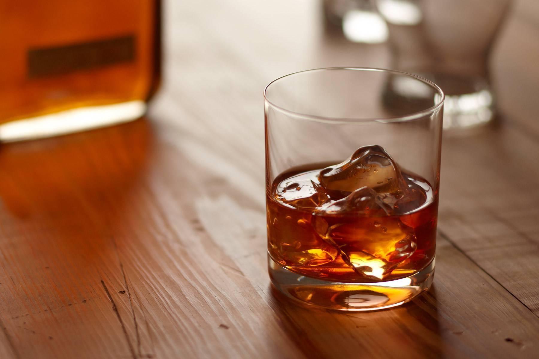 Как пить бурбон: правила и советы. бурбон — история напитка, крепость и цвет аклоголя.