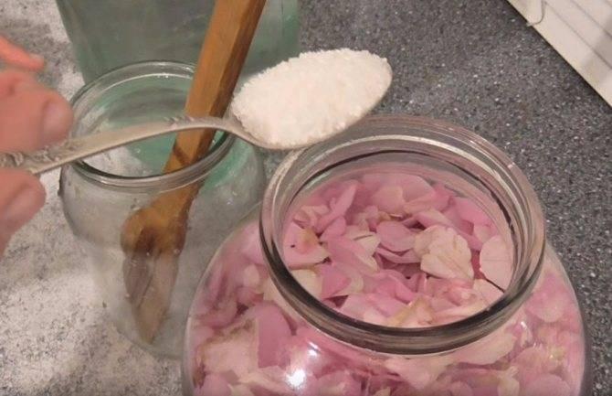 Вино из лепестков роз — простой рецепт приготовления