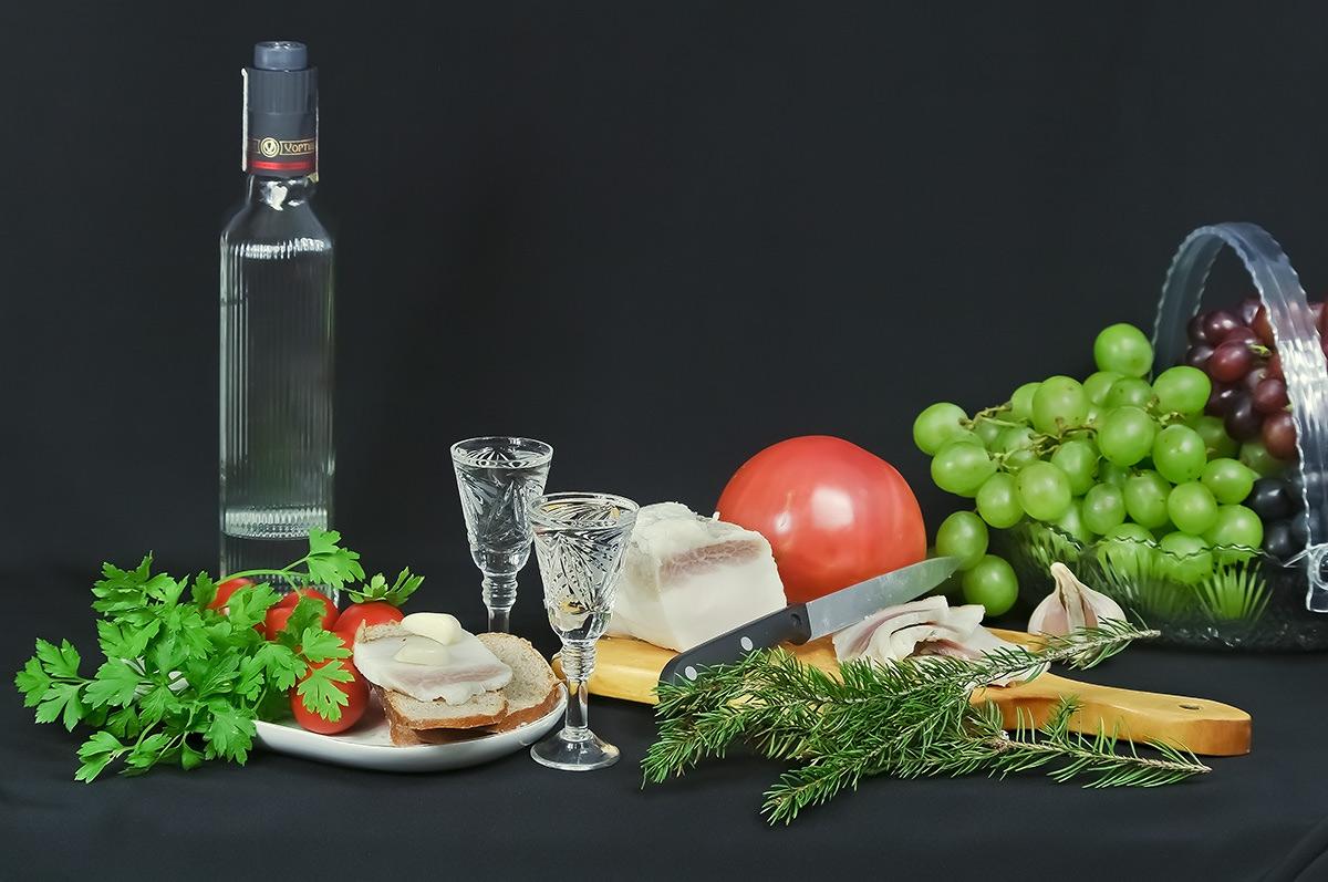 Водка — как пить и закусывать правильно