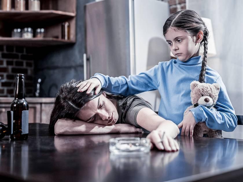 Что делать если родители пьют: методы оказания помощи и рекомендации специалиста