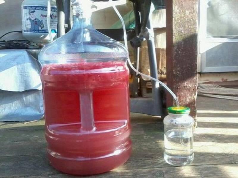 Готовим вкусный и ароматный самогон из домашнего вина без лишних затрат