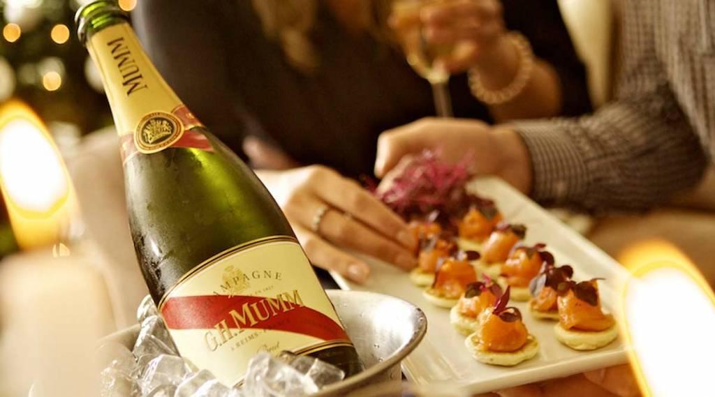 Что подают к шампанскому: на закуску на банкете или фуршете