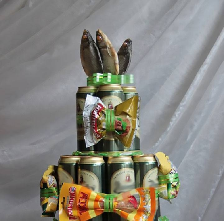 Тортики из пива для мужчин своими руками. торт из маленьких бутылочек алкоголя. идеи оформления букета. креативный подарок мужчине своими руками