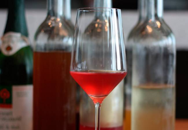 Шампанское при гв: можно ли выпить, через сколько можно кормить