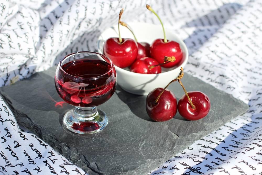 Ликер из черешни в домашних условиях – 5 классных рецептов