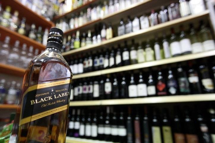 Со скольки лет продают алкоголь в россии в 2020 г.: с какого возраста можно покупать крепкое спиртное - водку (закон о подаже несовершеннолетним)