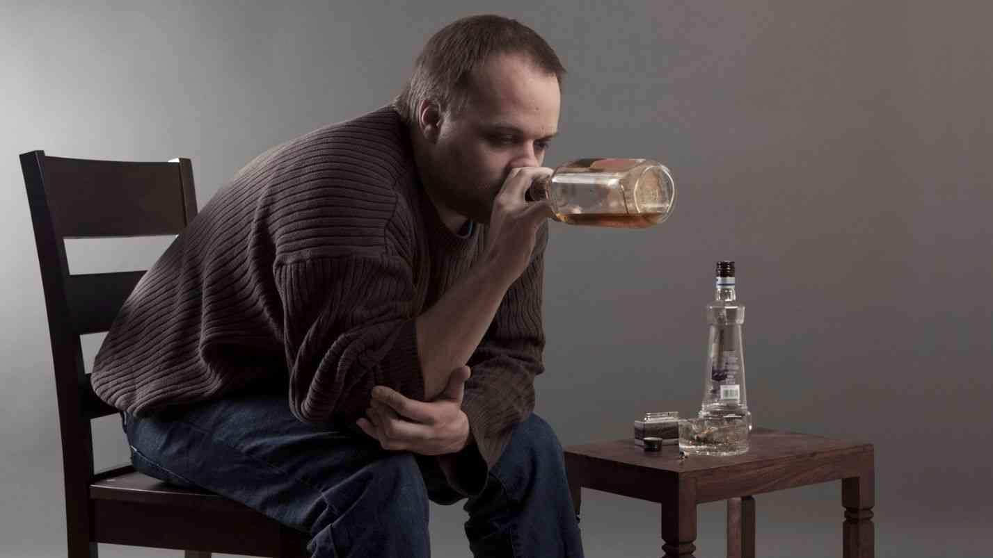 Алкогольный делирий отличия от шизофрении. алкогольная шизофрения и как она лечится. может ли спиртное привести к шизофрении