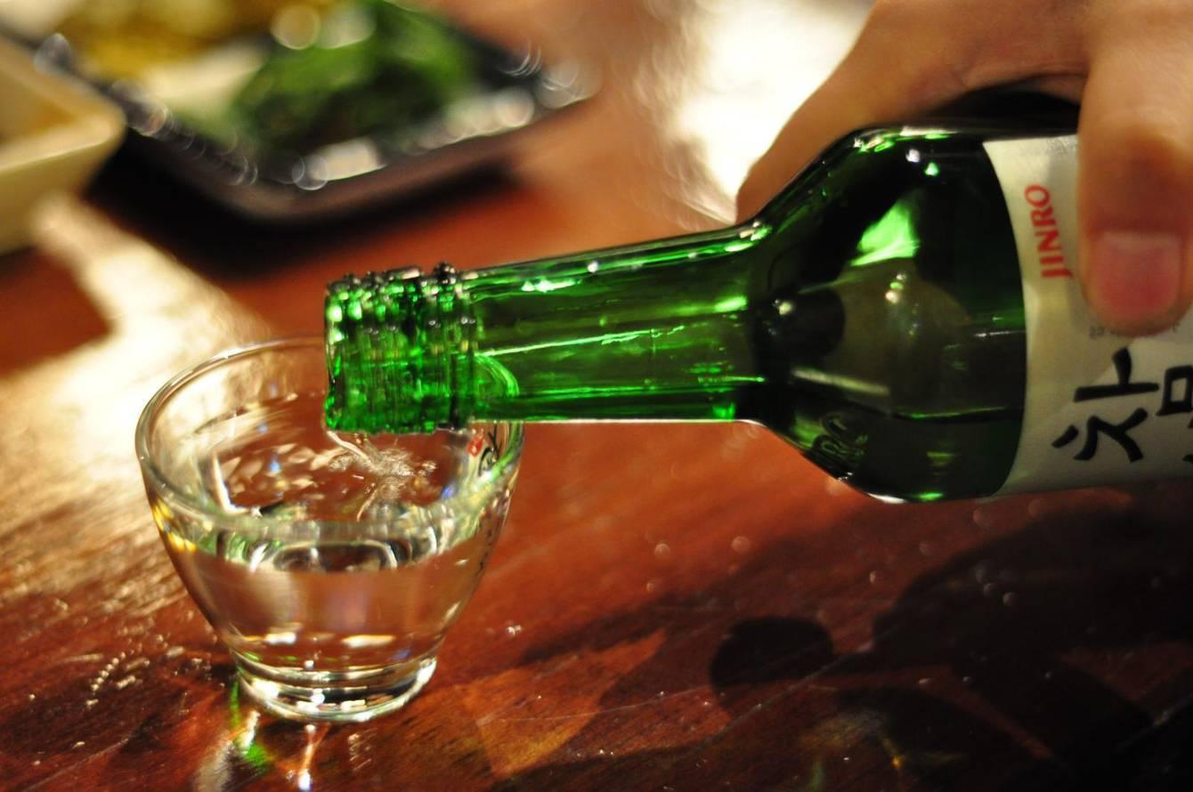 Соджу – это традиционный корейский алкогольный напиток. каков вкус соджу и как пить корейскую водку?