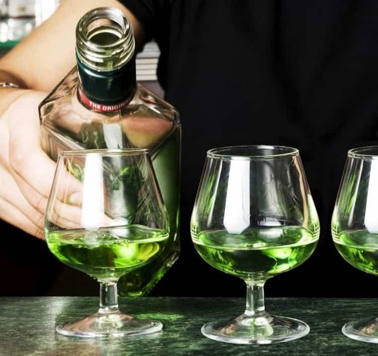 Как правильно пить абсент — 11 способов