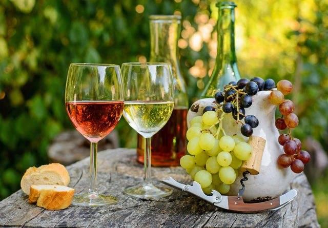 Что пьют с красным вином и чем его закусывают