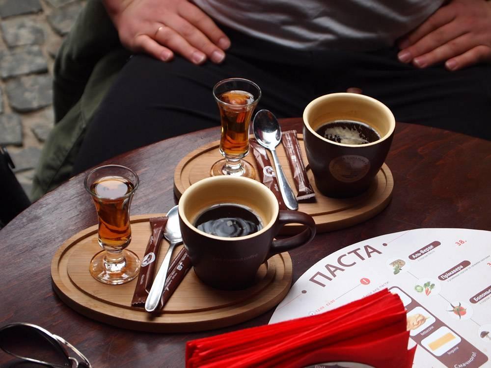 Кофе с коньяком: польза и вред, калорийность, рецепты