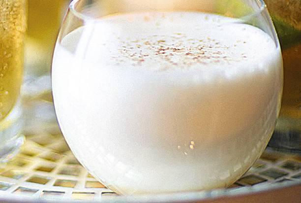 Коктейль с яйцом - стандартная схема приготовления и легкие рецептики