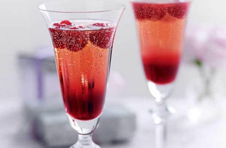 Как правильно выбрать и пить шампанское на новый год: рекомендации роскачества