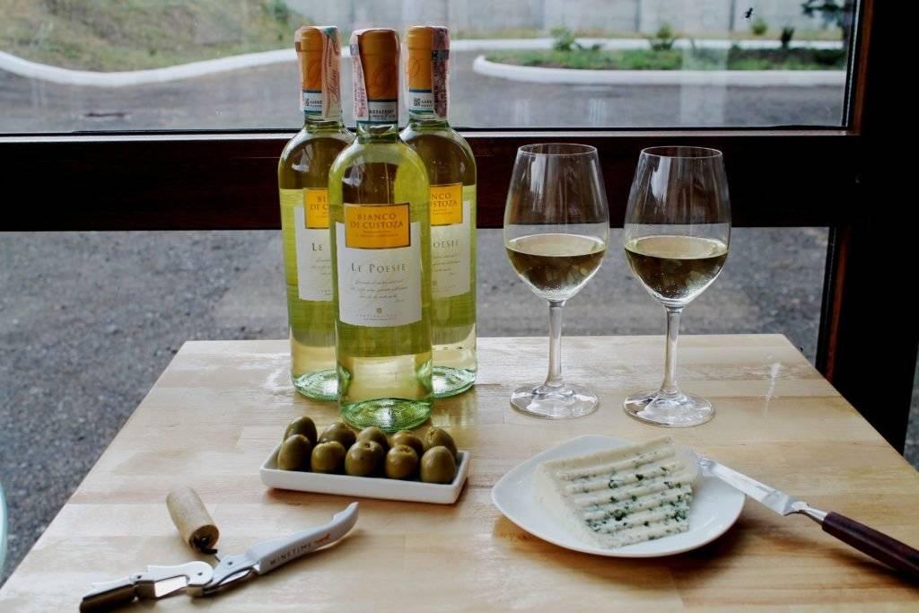 Правильные закуски к красным винам