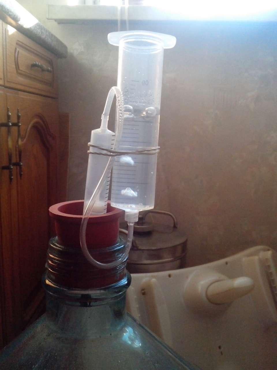 Самодельные гидрозатворы для вина