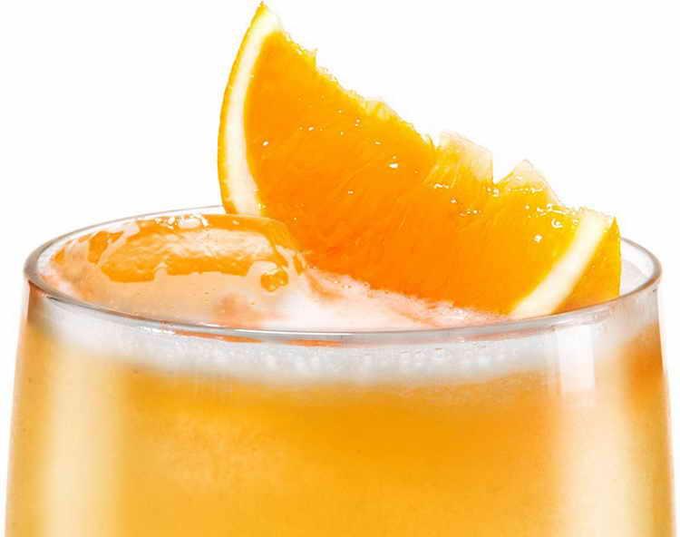 Бехеровка коктейли на основе ликера и его описание, рецепты приготовления миксов с лимонным соком, пивом и иными ингредиентами в домашних условиях, и с чем их пить