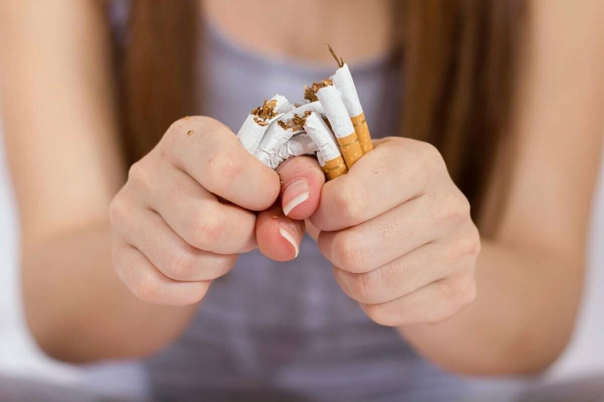 Запор после отказа от курения: причины, последствия, решение.