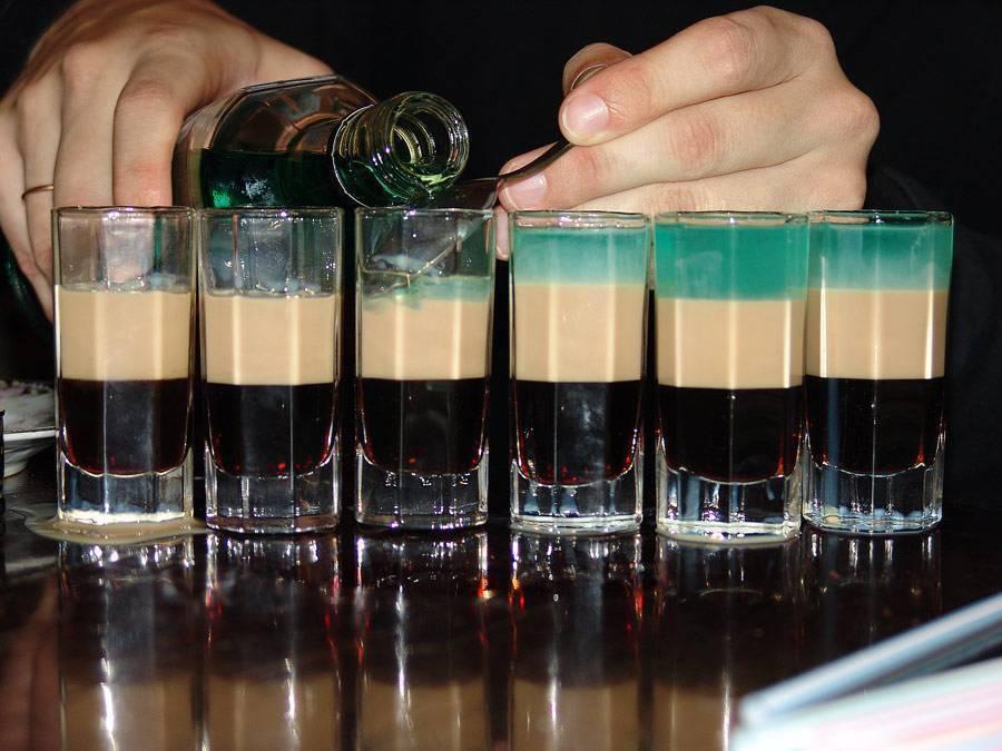 Рецепт коктейля б-52 и техника его приготовления